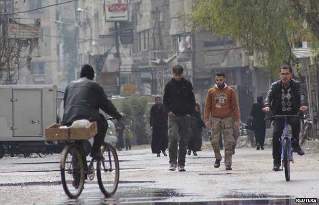People on a street in Arbeen, eastern Damascus (9 March 2014)