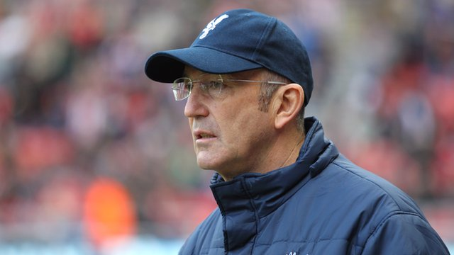 Tony Pulis watches on during the Sunderland v Crystal Palace match