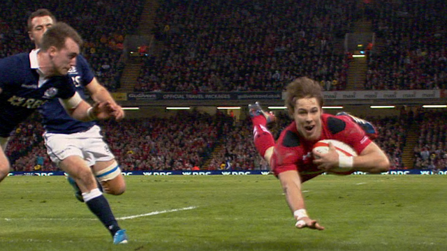 Williams try puts Wales ahead