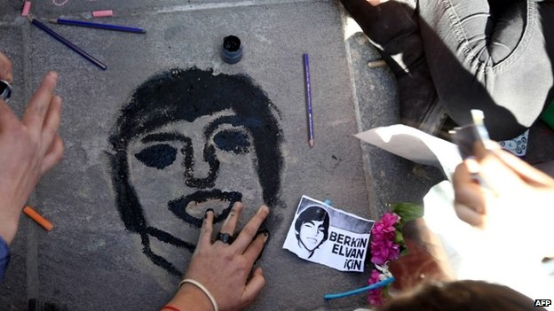 Children paint a portrait of Berkin Elvan in Ankara, 15 March 2014