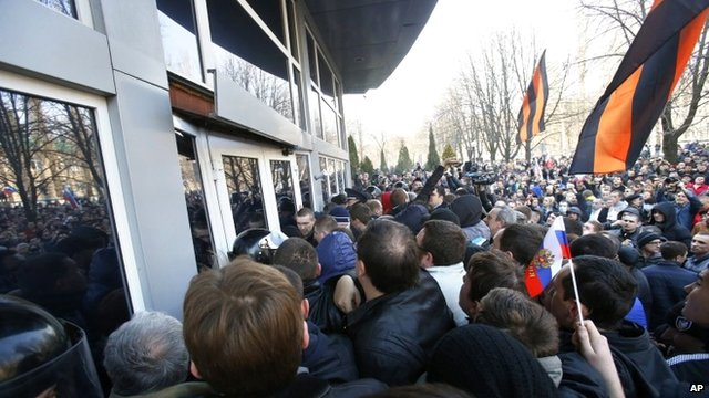 Pro-Russia demonstrators in Donetsk stormed the local offices of the national security service