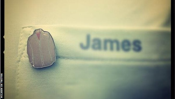 Pin badge to remember Jenson Button's dad John