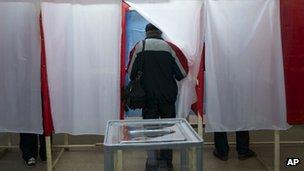 Voter in Simferopol