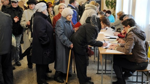Voters in Crimean referendum, 16 March 2014