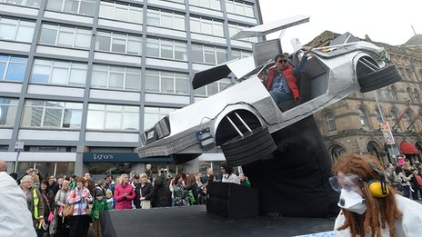DeLorean float