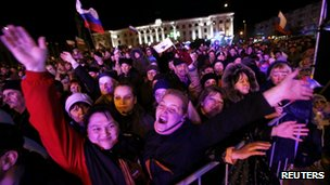 People listen to a concert before the announcement of preliminary results of today's referendum on Lenin Square in the Crimean capital of Simferopol, on 16 March 2014.