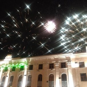 "Fireworks in #simferopol to celebrate referendum result, ""we're home"" say the lights on the building. #Crimea"