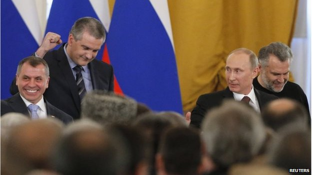 Crimea's head of government Sergei Aksyonov (2nd L), celebrates the signing (18 March 2014)