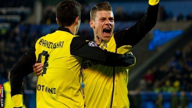 Borussia Dortmund's Lukasz Piszczek (right) and Robert Lewandowski celebrate