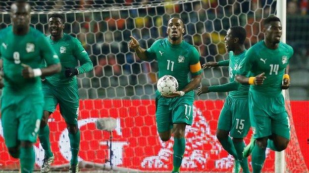 Ivory Coast's Didier Drogba (centre)