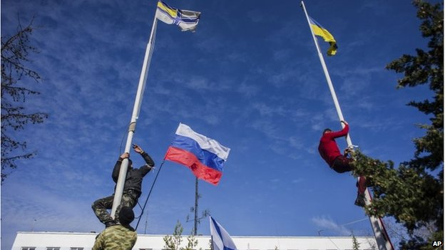 Russian self-defence forces climb flagpoles to replace the Ukrainian flag with the Russia flag in Sevastopol (19 Mar 2014)