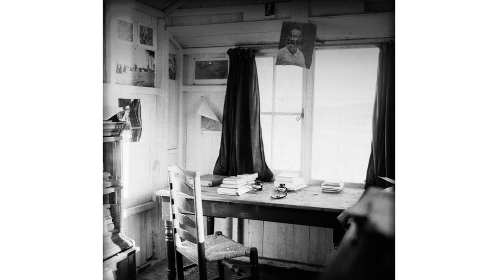 The Writing Shed - Picture of Dylan Thomas Boathouse, Laugharne