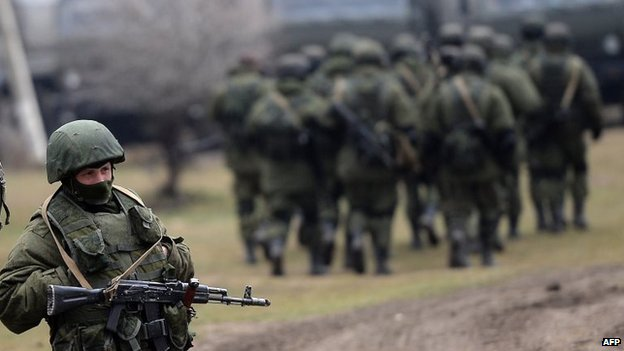 Russian soldiers patrol the area surrounding the Ukrainian military unit in Perevalnoye, outside Simferopol (20 Mar 2014)