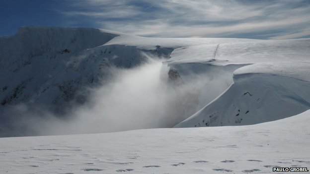 Last picture taken by Paulo Grobel before avalanche