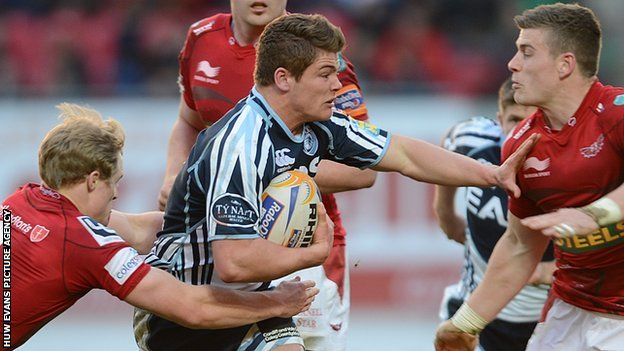 Harry Robinson takes on Scarlets in April 2013
