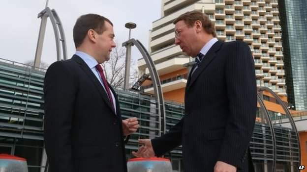 Dmitry Medvedev (left) and Vladimir Kozhin (right) (16 December 2013)
