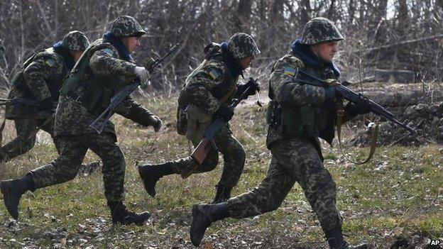 Ukrainian border guards train in the village of Alekseyevka on the Ukrainian-Russian border, 21 March