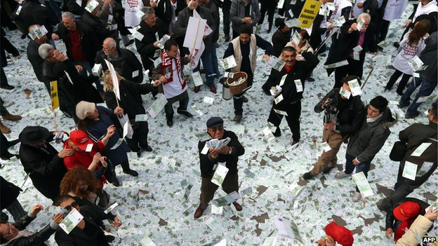 Demonstrators from opposition CHP party hold up fake euro notes in protest against Turkish Prime Minister Recep Tayyip Erdogan, who is beset by allegations of bribery and corruption (1 March)