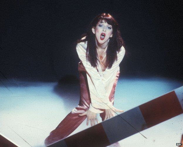 Kate Bush performs Don't Push Your Foot on the Heartbrake on the Leo Sayer Show in 1978