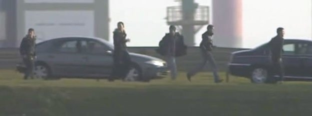Men seen running for lorry in Calais
