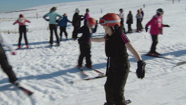 Kids from Raploch Primary try out skiing