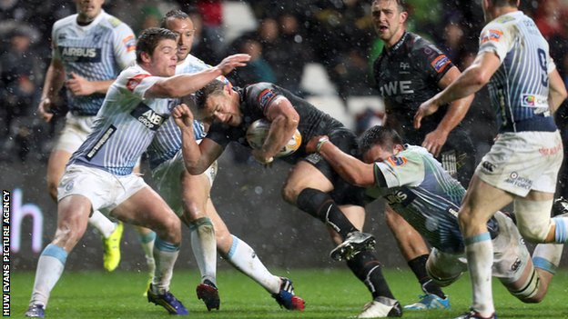 Cardiff Blues struggling to hold the Ospreys at bay in their Pro12 match