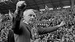 Bill Shankly in front of the Anfield Kop