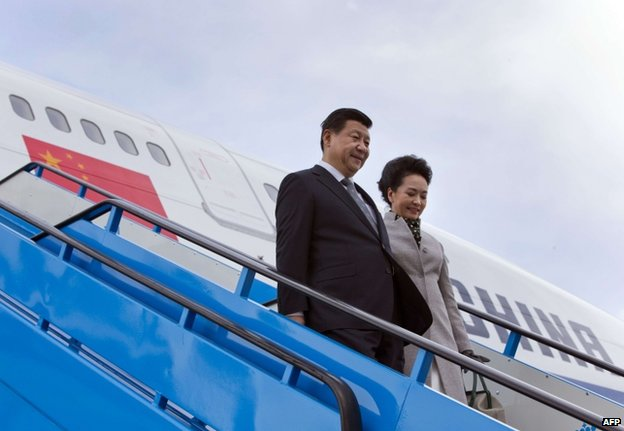 Chinese President Xi Jinping and his wife Peng Liyuan arriving in Amsterdam, 22 March