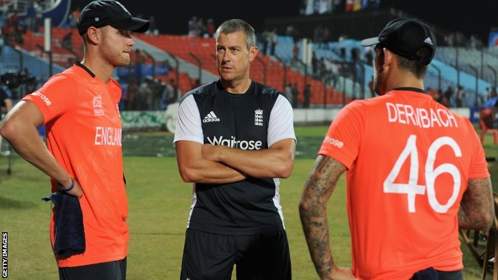 Stuart Broad, Ashley Giles, Jade Dernbach