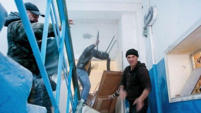 Pro-Russian protesters storming Ukrainian base in Novofedorivka