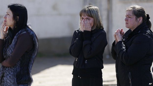 Relatives of Ukrainian servicemen react during the storming of the base