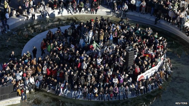 Spain austerity: Huge Madrid protest turns violent - BBC News