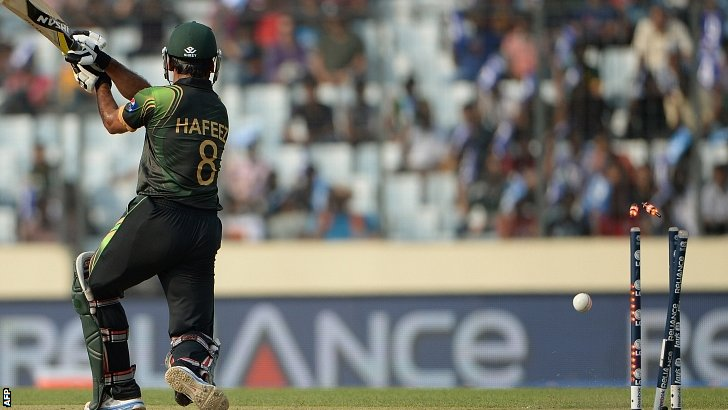 Mohammad Hafeez is clean-bowled