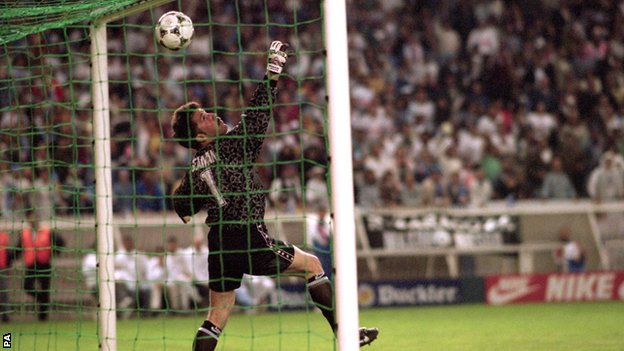 David Seaman is beaten by Nayim