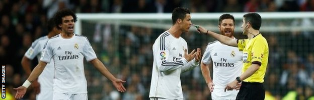 Cristiano Ronaldo complains to referee