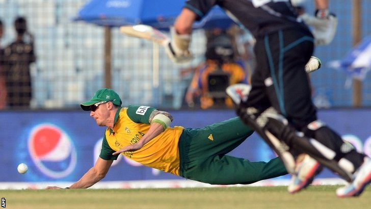 Dale Steyn tries to stop the ball