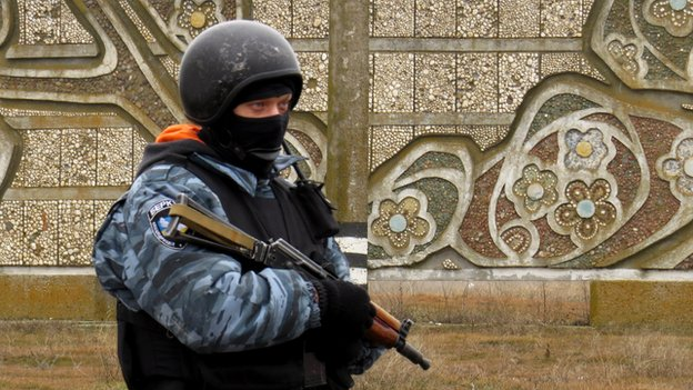 Masked gunman at checkpoint in Crimea