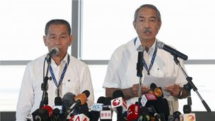 Malaysia Airlines Chief Executive Ahmad Jauhari Yahya (L) and Chairman of Malaysia Airlines Tan Sri Md. Nor Bin Md Yusof speak to media during a news conference at Kuala Lumpur International Airport (KLIA) in Sepang outside Kuala Lumpur, 25 March 2014