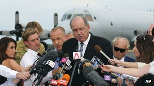 Australia's Defence Minister David Johnston, centre, speaks to the media about developments in the search for the missing Malaysia Airlines Flight 370 in Perth, Australia, Tuesday, 25 March 2014