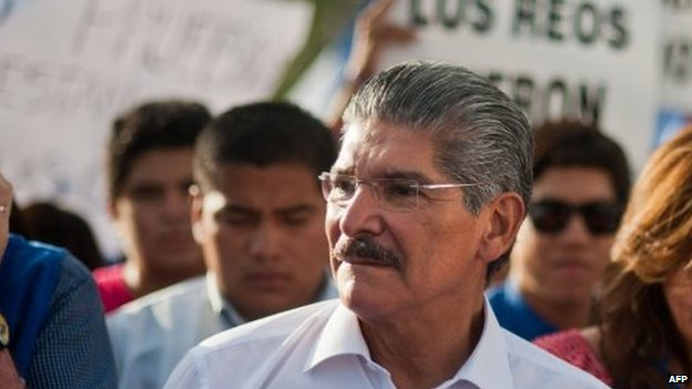 The presidential candidate of the National Republican Alliance, Norman Quijano, marches with supporters to the Supreme Electoral Tribunal's headquarters in San Salvador on 14 March, 2014