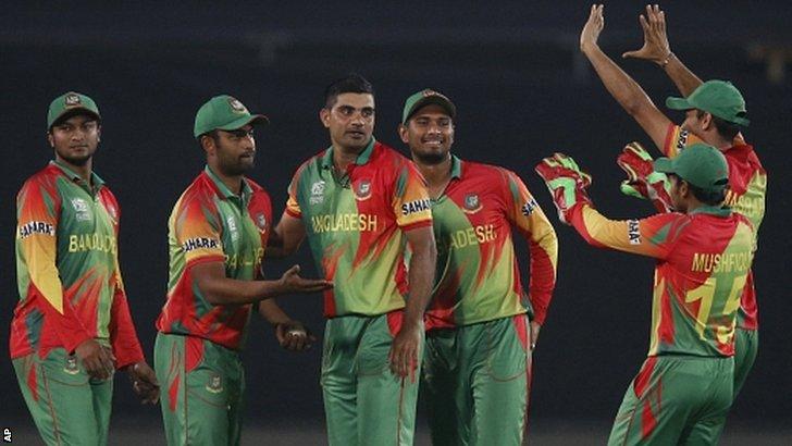 Bangladesh bowler Ziaur Rahman (centre) took Gayle's wicket