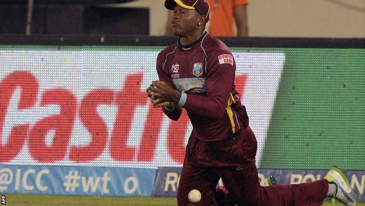 Marlon Samuels tries to catch the ball