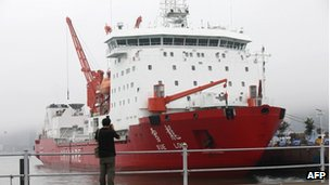 File photo: Chinese icebreaker Xuelong berthed in Qingdao port, east China's Shandong province