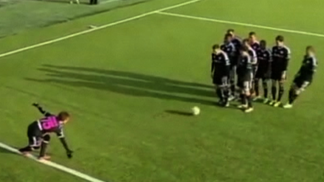 Estonian 'ten pin' goal celebration
