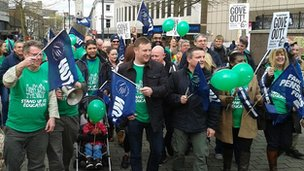 Luton NUT march