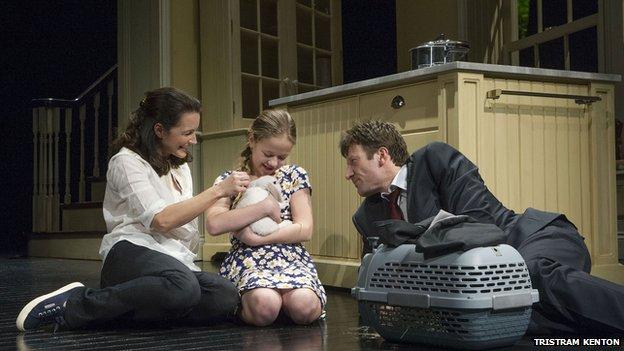 Kristin Davis (Beth), Holly Barrett (Ellen) and Mark Bazeley (Dan) with the ill-fated pet rabbit in Fatal Attraction