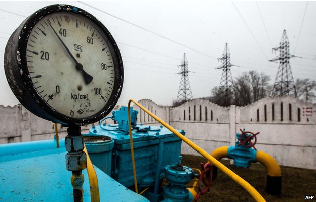 Gas pipeline valves at a station not far from Kiev (file photo March 2014)