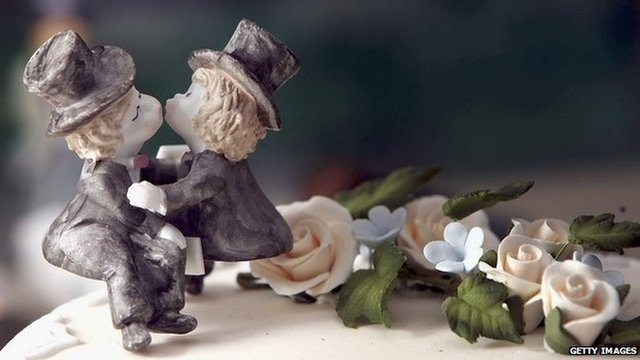 Same-sex statues on wedding cake