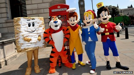 Kellogg's Mini, Tony the Tiger and Snap, Crackle and Pop in front of Big Ben, London