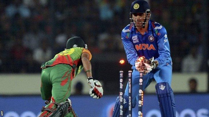 Mahendra Dhoni stumps Nasir Hossain